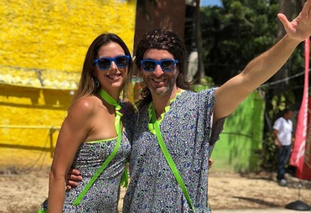 La presentadora Daniela Pinedo y su esposo, el productor Francisco Cárdona en plena 'Batalla de Flores'.