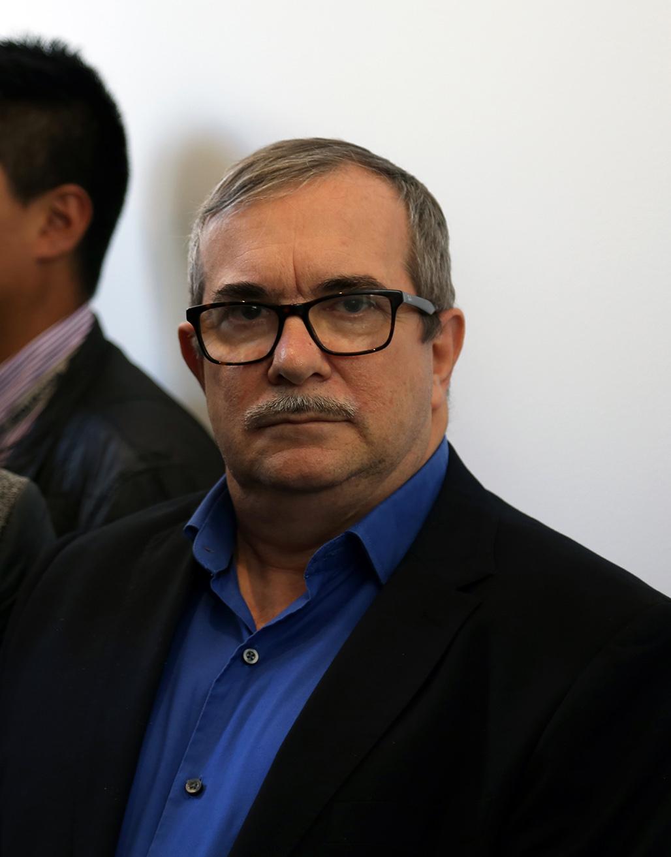 El ex comandante de las FARC, Rodrigo Londoño, también asistió a la ceremonia de inauguración de la obra.