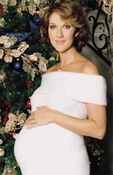Luego de un tratamiento de fertilidad, Celine Dion tuvo un par de Gemelos a los 42 años. Su esposo, René Angélil, tenía 68 años en ese entonces