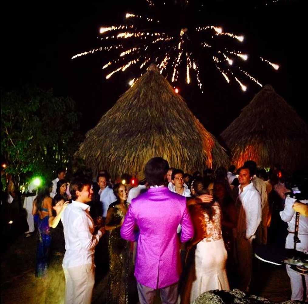 Los recién casados saludaron a cada uno de sus invitados.