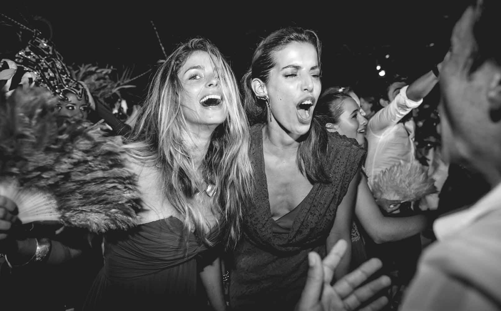 Cristina Hurtado y la actriz Cristina Warner  se gozaron de principio a fin la celebración.
