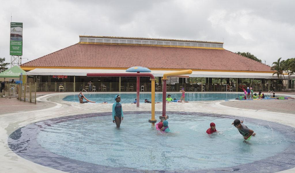 Parque De Los Encuentros de Comfenalco en Apartadó es un espacio recreativo que cuenta con piscinas, canchas, amplio restaurante, auditorio, y gran variedad de servicios para garantizar el disfrute y la recreación de las familias del Urabá antioqueño.