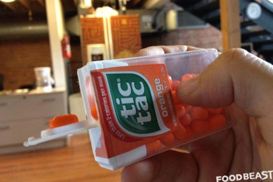 La caja de Tic-Tac tiene un dosificador que hace muy sencillo un proceso que para muchos es dispendioso.