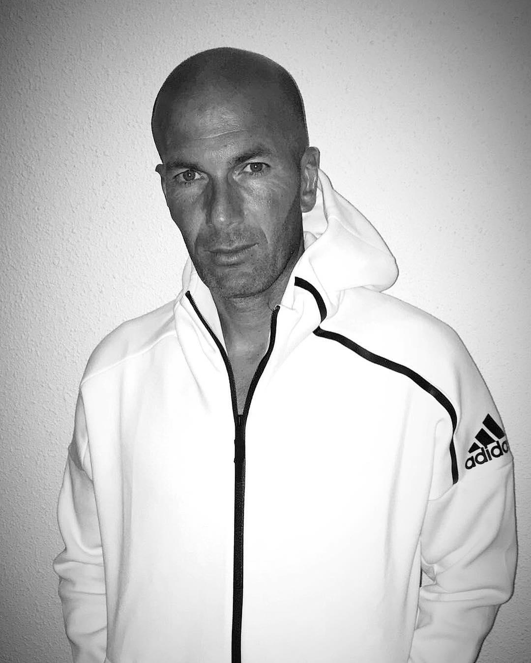 Zidane se convirtió en el segundo de los cuatro fichajes 'galácticos' (Figo, Zidane, Ronaldo y Beckham).