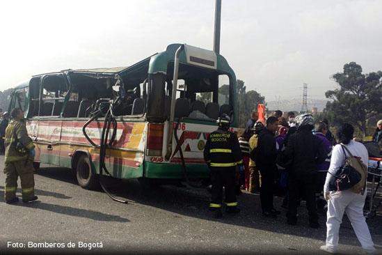 Choque múltiple en Bogotá dejó un muerto y 55 heridos
