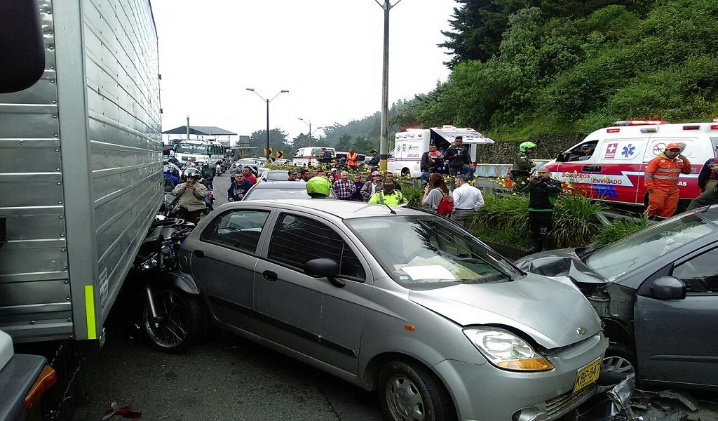 Accidente colapsa vía Las Palmas en Medellín