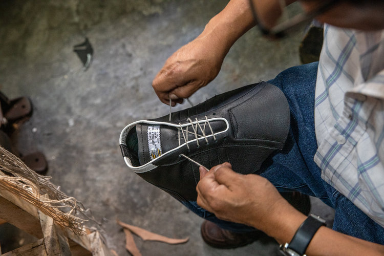 Su suegro le hizo unos zapatos a Pelé y aprendió el oficio
